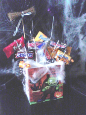 HALLOWEEN SCARY SWEET TREE TREAT